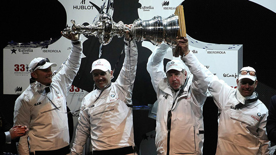 BMW ORACLE RACING CLOSER